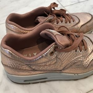 Nike Air Max Zeroes rose gold - re posh